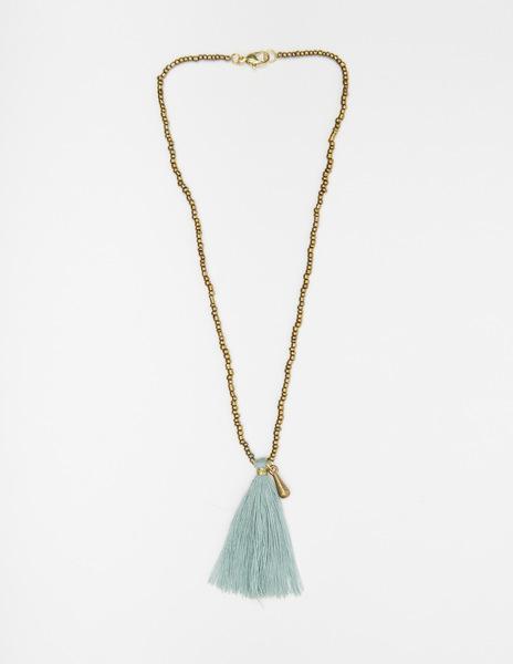 Short turquoise pompom necklace